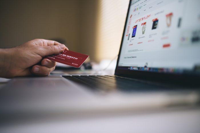 Les e-commerce privilégiés par les Français qui se déplacent moins